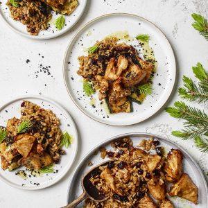 ruoka-annoksia lautasilla